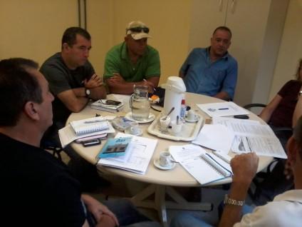 Grupo em reunião.