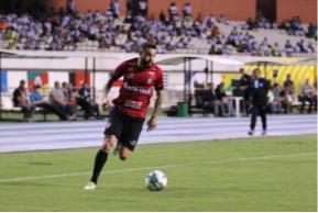 Weldinho em jogada pela em pela lateral. Foto: divulgação/Grêmio Esportivo Brasil