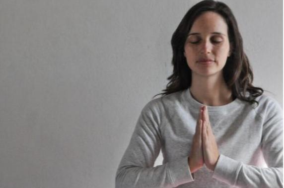 Gabriela Frantz em uma aula de meditação online