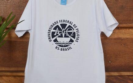 Camiseta Branca Brasão Grande