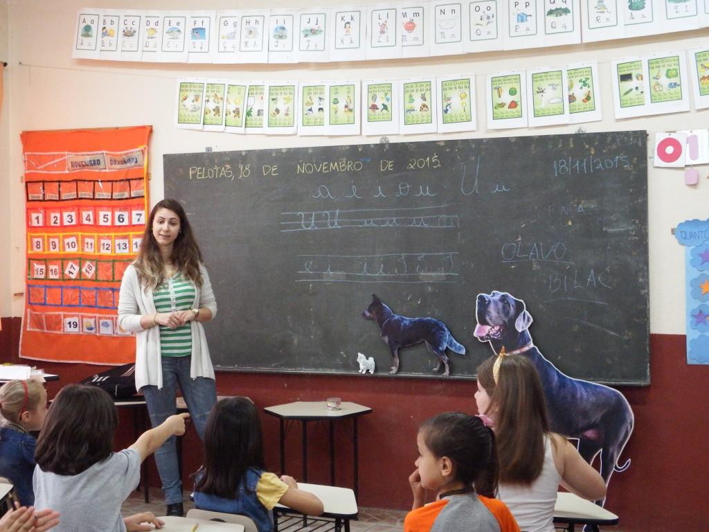 """""""Oficina do cão"""" aplicada nas escolas de Pelotas"""