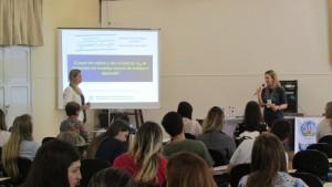 Profª Manuela Pinto Kaster é apresentada pela Coordenadora-Adjunta do PPGBBio, Profª Roselia Spanevello